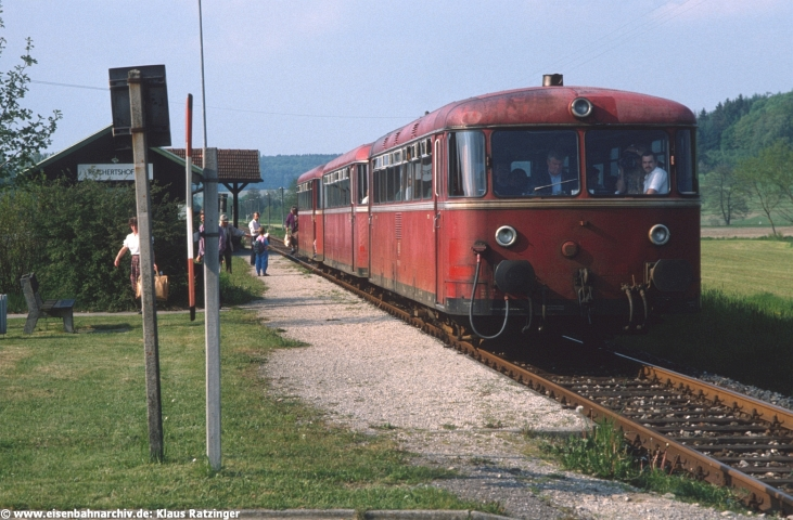 29.05.1991: 798 795 und 998 272 mit N 6060 im Bahnhof Reichertshofen.