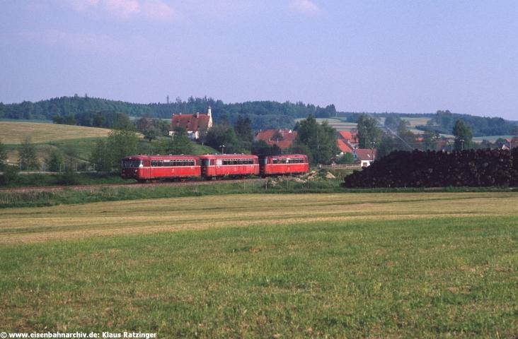 29.05.1991: 798 795 mit N 6063 bei Mittelneufnach.