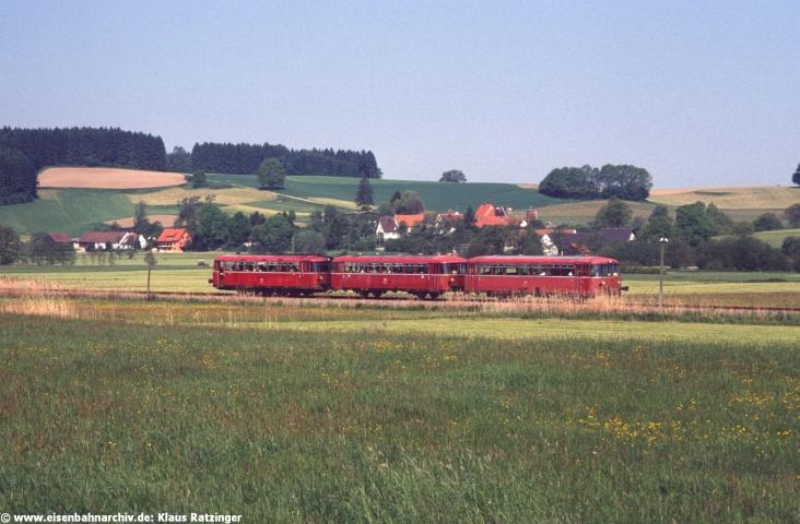 31.05.1991: 798 795 mit N 6057 bei Fischach.