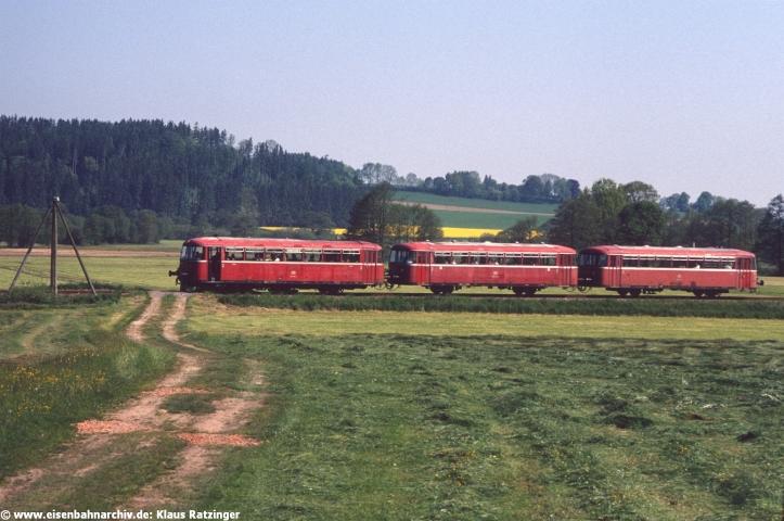31.05.1991: 798 795, 998 635 und 998 272 mit N 6057 bei Fischach.