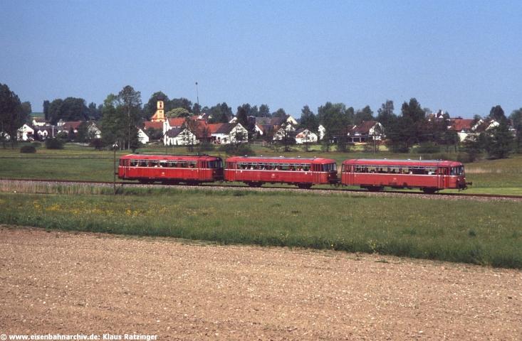 31.05.1991: 798 795, 998 635 und 998 272 mit N 6057 bei Margertshausen.