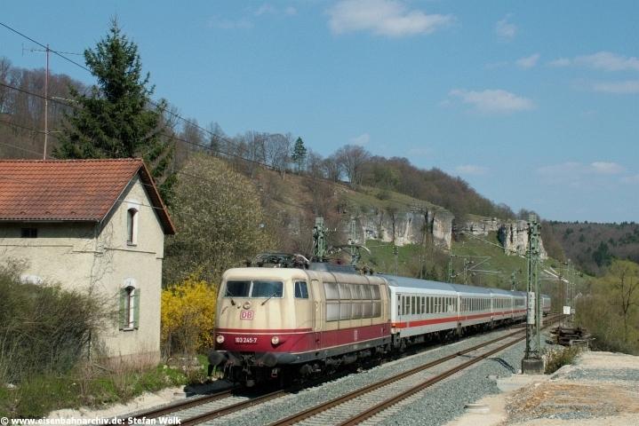 103 245 hatte am 22.04.2005 mit IC 2365 gleich den Esslinger Tunnel erreicht