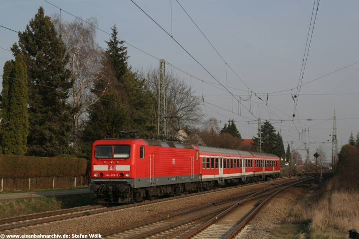 143 024 erreichte am 15.03.2007 mit RB 30550 den Bahnhof Gaimersheim