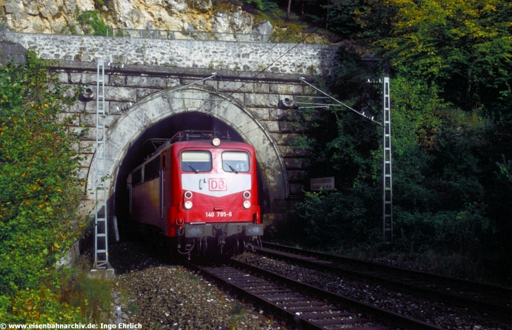 Alltag im Altmühltal: 140 795 verließ am 12.09.2000 den Esslinger-Tunnel