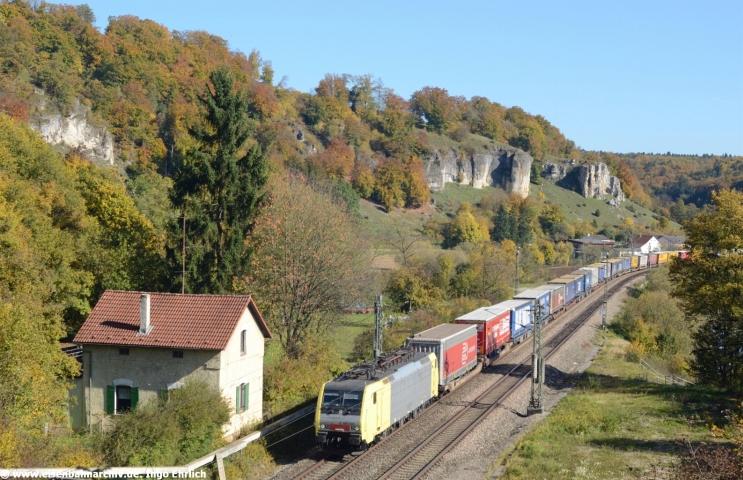 Goldenes Herbstlicht: 189 931 fuhr am 14.10.2017 in den Esslinger-Tunnel ein