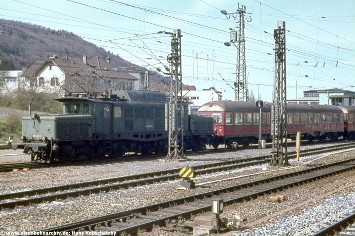 194 121 überführte am 17.04.1977 GDT Triebwagen der OHE nach Italien