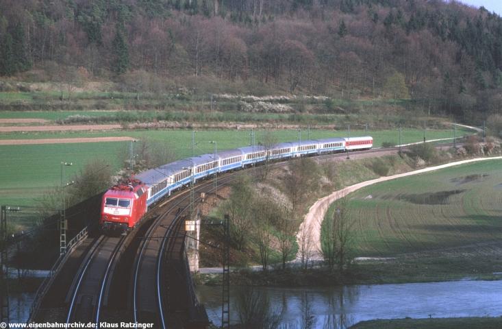 120 002 am 20.04.1994 vor EC 10 Mimara von Zagreb nach Leipzig