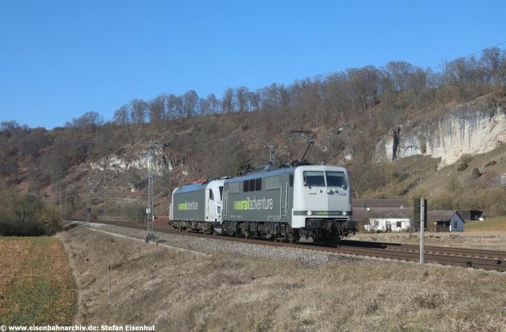Immer auf Achse: 111 215 samt Taurus der RailAdventure GmbH (07.02.2020)